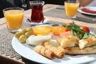 Travelnews.lv kopā ar «Tez Tour Latvija» izbauda Antaljas viesnīcas «Rixos Premium Belek» kulināro piedāvājumu 1
