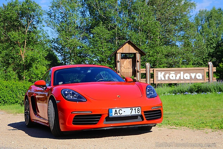 Travelnews.lv apceļo Latgali ar sportisko Porsche 718 Cayman