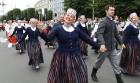 Dziesmu un deju svētku atklāšanas gājiens pulcē Rīgā visus Latvijas novadus (201-300) 2