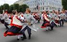 Dziesmu un deju svētku atklāšanas gājiens pulcē Rīgā visus Latvijas novadus (201-300) 3