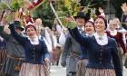 Dziesmu un deju svētku atklāšanas gājiens pulcē Rīgā visus Latvijas novadus (201-300) 35