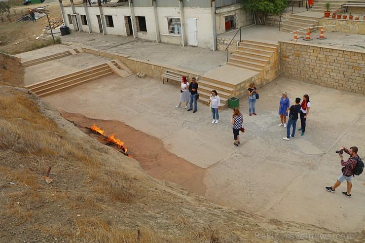 Travelnews.lv iepazīst degošu zemi, sāls ezeru un policiju Baku tuvumā. Sadarbībā ar Latvijas vēstniecību Azerbaidžānā un tūrisma firmu «RANTUR Travel