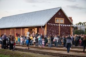 Alūksnē lustīgi svin Bānīša svētkus - vienīgā regulāri kursējošā šaursliežu dzelzceļa vilciena 116.dzimšanas dienu 13