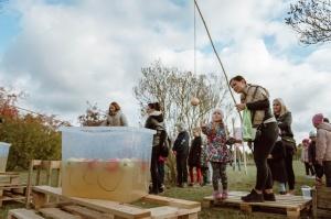 Jau astoto gadu Latvijas sulīgākais festivāls Dobelē pulcē novada un apkārtnes mājražotājus, stādaudzētājus, augļkopjus un interesentus 21