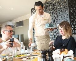 Travelnews.lv izbauda 5 zvaigžņu viesnīcas «Kingfisher Lodge» vakariņas un brokastis. Atbalsta: VisitSharjah.com un Novatours.lv 38