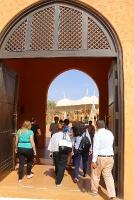 Tuksnesī apmeklējam un pusdienojam Šārdžas emirātu viesnīcā «Al Badayer Oasis», kas pieder emirāta īpašo naktsmītņu kolekcijai «Mysk  Sharjah Collecti 6