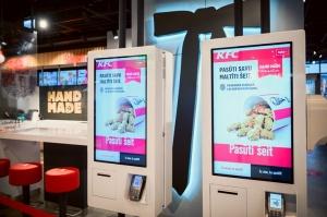 Rīgā durvis ver jauns KFC restorāns. Foto: Otto Strazds 5