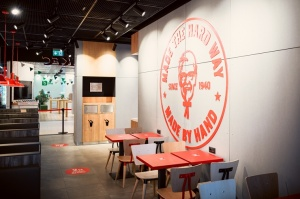 Rīgā durvis ver jauns KFC restorāns. Foto: Otto Strazds 8