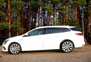 Travelnews.lv ar jauno «Renault Megane» ceļo uz Vidzemi, lai apskatītu  Līču–Laņģu klintis pie Cēsīm 40